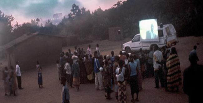 An example of a typical African travelling cinema (c) Radio Netherlands Worldwide