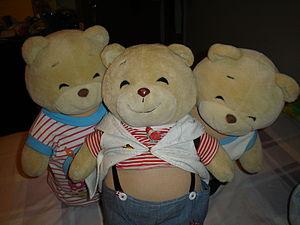 English: A photograph of 3 teddy bears. (Photo credit: Wikipedia)