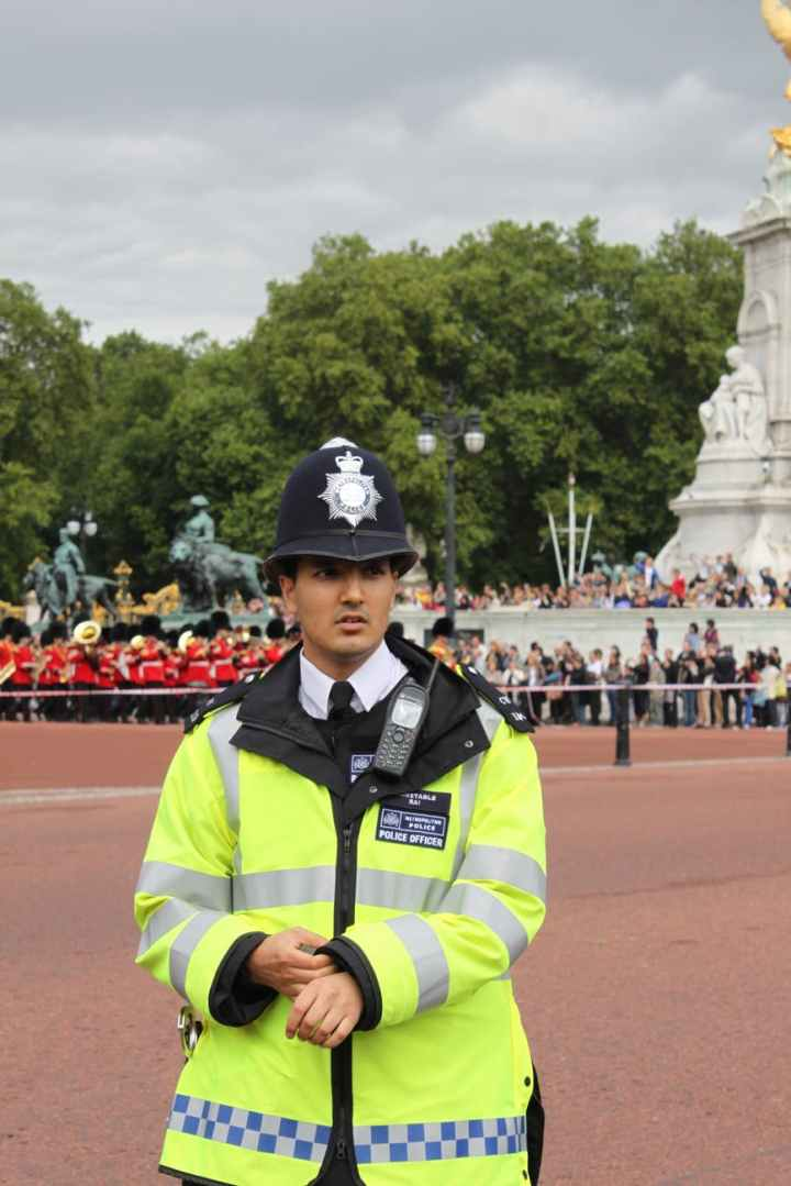 man in officer s uniform black standing during parade